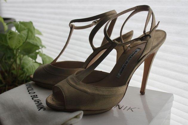 Manolo Blahnik Ruffian SS11 gold shoes